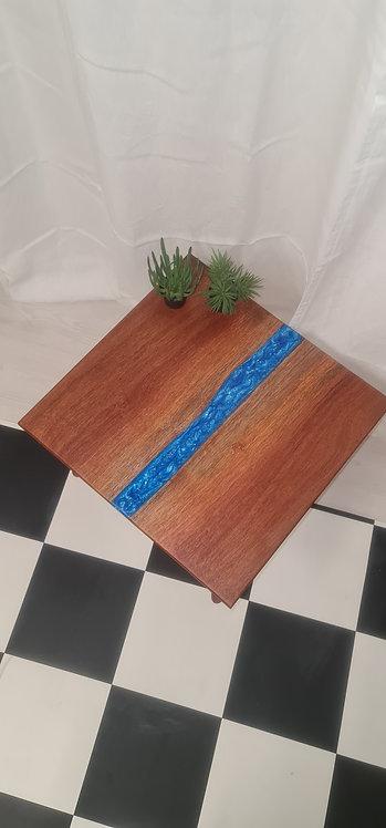 Liten river-table i mahogny och epoxy