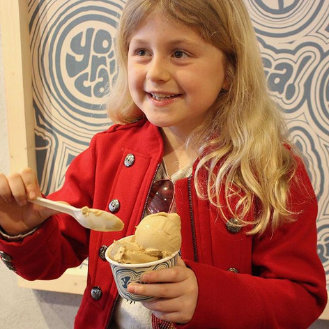 Meet Laine! ✨ Laine is severely allergic to nuts and peanuts, and this was her first time ever being able to walk into an ice cream store and have whatever she wanted! 🤗🍨 The excitement on her face was priceless when she was told that she could order absolutely anything, and we are so happy that we can give people like her the chance to indulge without worry! 💕 Free-from for everyone! #14allergies ⁣⠀
