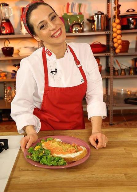 Açık Sandöviç ve Ballı Fındıklı Salata