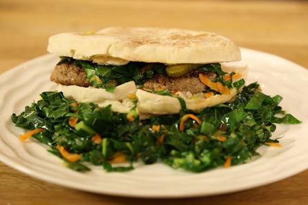 Kaşarlı Ev Yapımı Hamburger ve Salata