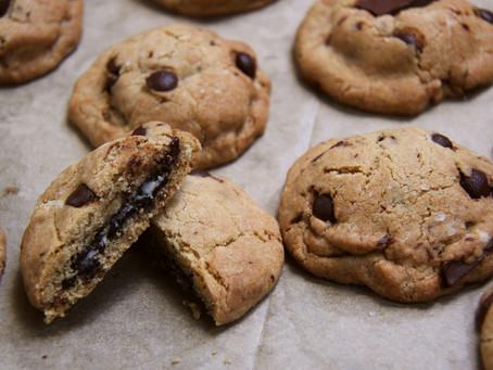 עוגיות קרם עוגיות (עוגיות שוקולד-צ'יפס במילוי אוריאו)