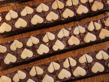 עוגיות שכבות של בצק פריך ושוקולד