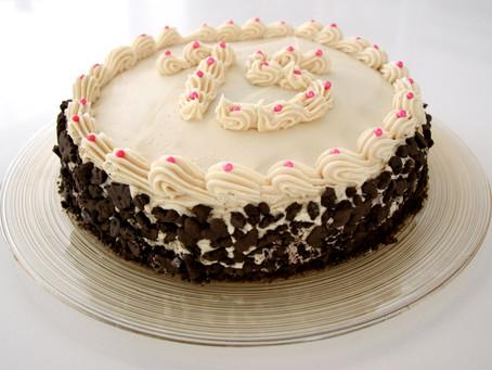 עוגת שכבות ליום הולדת- עוגת שוקולד עם קרם חמאת בוטנים