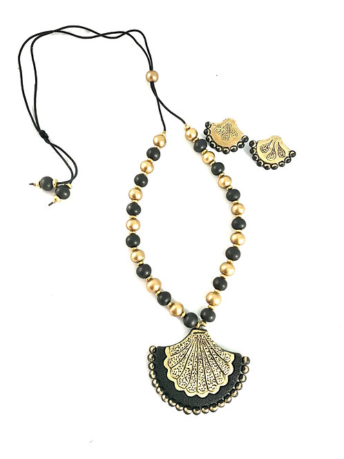 Black and Gold Terracotta Set with Flower Shape Pendant