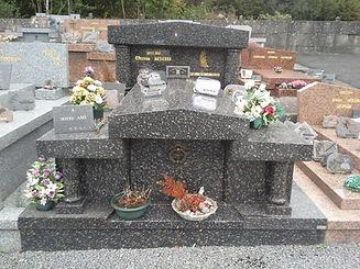 MONUMENT FUNERAIRE EN MARBRE LA GRANITER