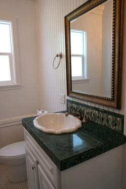 Queen Anne's Chamber bathroom