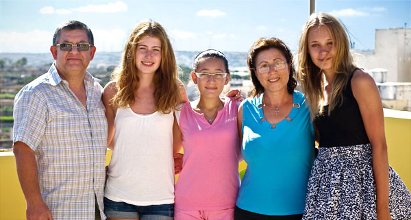 malta_host_family_1_0854_img_3939_box