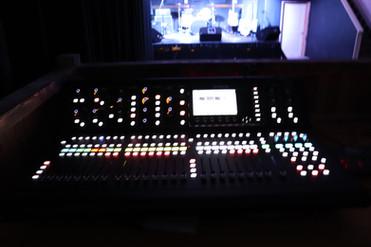 Midas M32 mixer