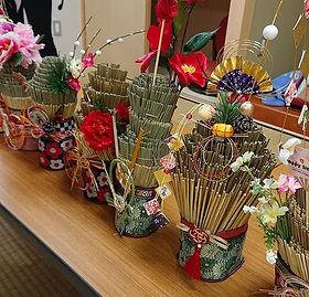 昨日は今年最後のワークショップ、_い草で角松風飾り&しめ縄作りを開催しました🎵