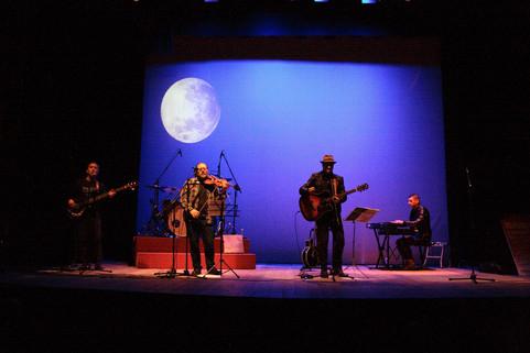 Luis_Núñez_y_Los_Folganzanes_-_Teatro_de_El_Entrego_IV.jpg