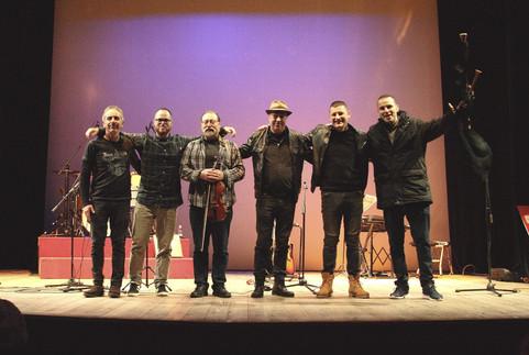 Luis_Núñez_y_Los_Folganzanes_-_Teatro_de_El_Entrego_V.jpg