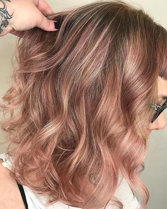 A nice way of rocking peachy pink 🌸🍑 i