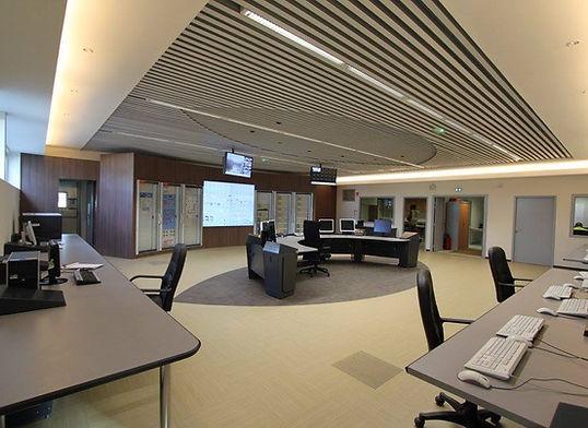 salle de commandes-cabine de controle-poste de garde-affichage-visioconference-sonorisation-sur mesure