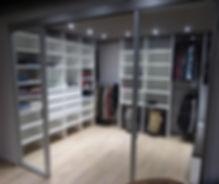 dressing sur mesure-dressing design-penderie-tiroir bijoux-tiroir montres-renovation complete-porte pantalons-dressing complet-dressing ouvert-portes coulissantes