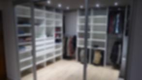 dressing-sur mesure-ouvert-tiroirs-porte pantalons-penderie-rangement