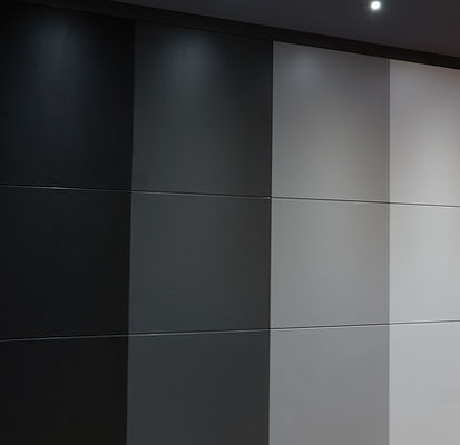 placard-rangement-sur mesure-porte battante-angle-etageres-tiroirs