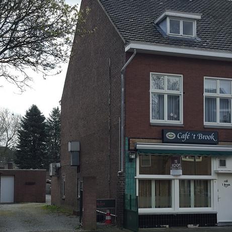 Woningsplitsing-Café met daarboven 2 zelfstandige woningen