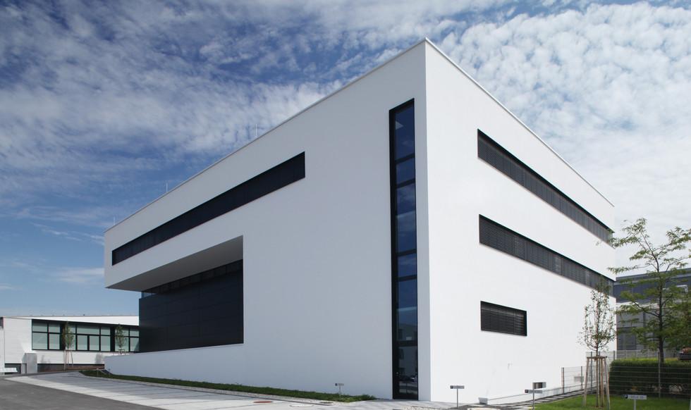 AMG_Designcenter_Westansicht.JPG