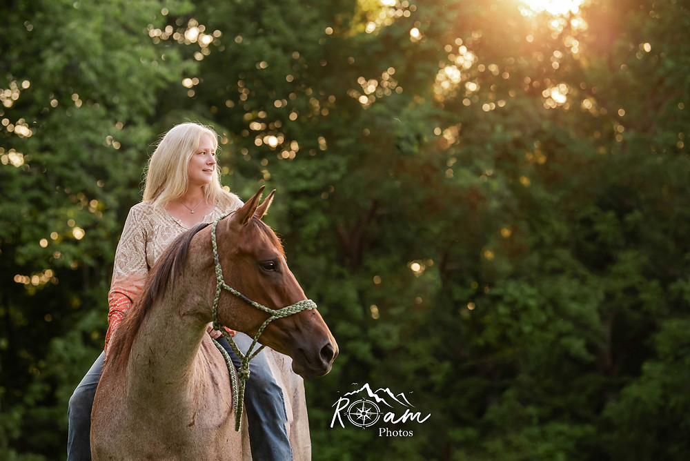Woman riding bareback on her horse.
