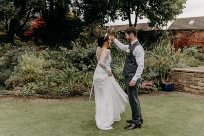 Bride and groom , small wedding, intimate wedding, dancing, first dance, garden party, vintage