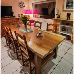 Table à manger en iroko massif en une seule et unique tranche d'arbre, 10 personnes (2m50x1m) et piètement bois iroko massif. Dimensions au choix