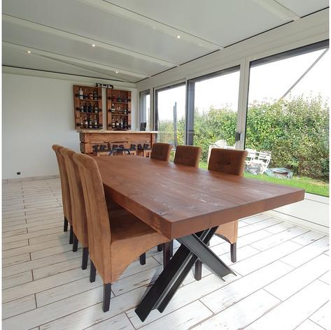 Table à manger en madrier massif 7cm d'épaisseur, 8 personnes (2m50) et piètement acier IPN en X noir mat. Teinte et dimensions au choix.