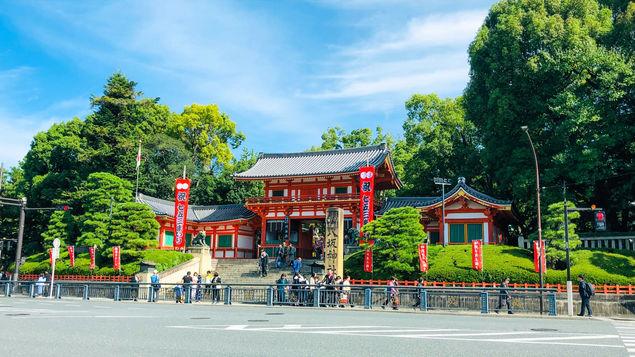 【八坂神社】当館から歩いてすぐ!八坂神社 西楼門。
