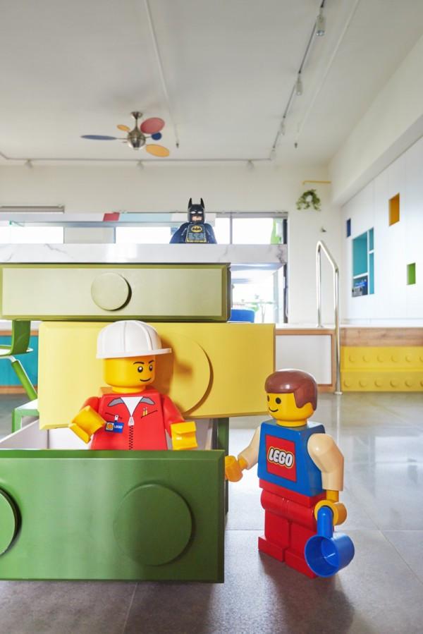Apartamento lúdico inspirado em brinquedos Legos