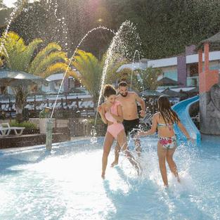 Parque Aquático Cascanéia    Consulte o calendário de funcionamento no site www.cascaneia.com.br