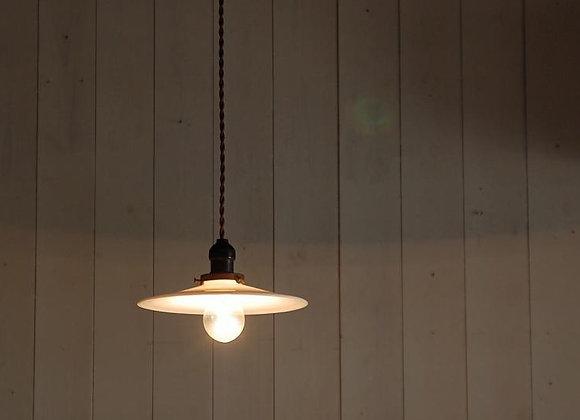 乳白ガラスシェードの照明