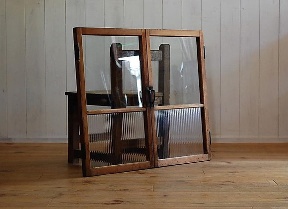 モールガラスと透明ガラスの両開き扉