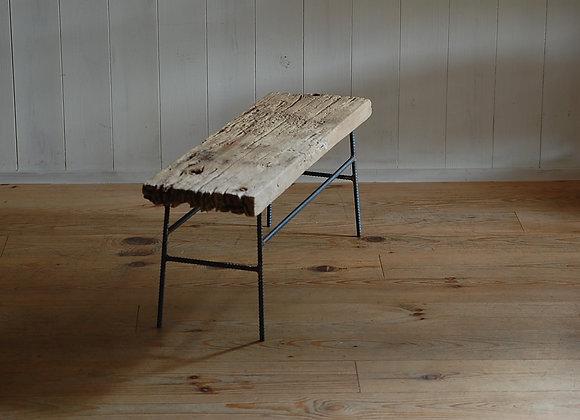 古材を使ったディスプレイテーブル