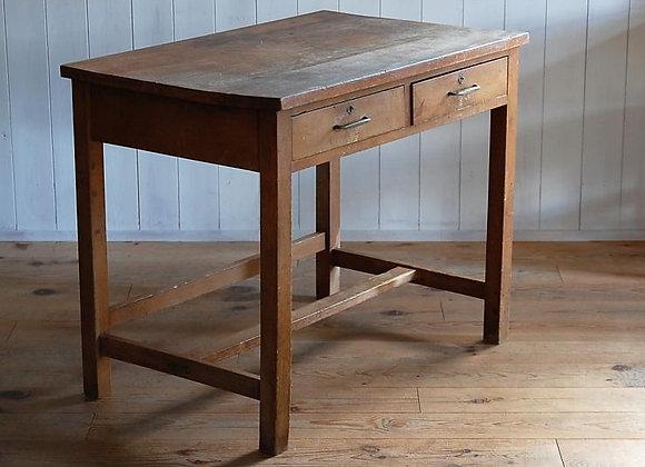 古い2杯引き出しの机