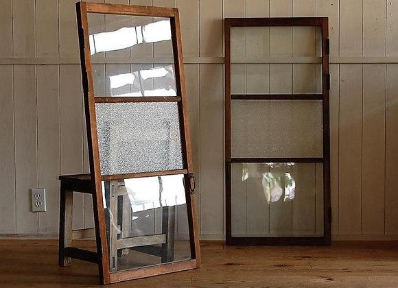 ダイヤガラスとゆらゆらガラスの両開き扉