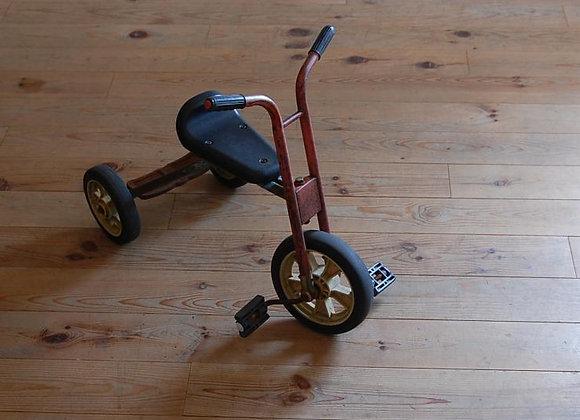 幼稚園の三輪車