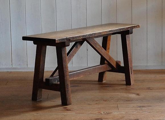 ナラ材の長椅子