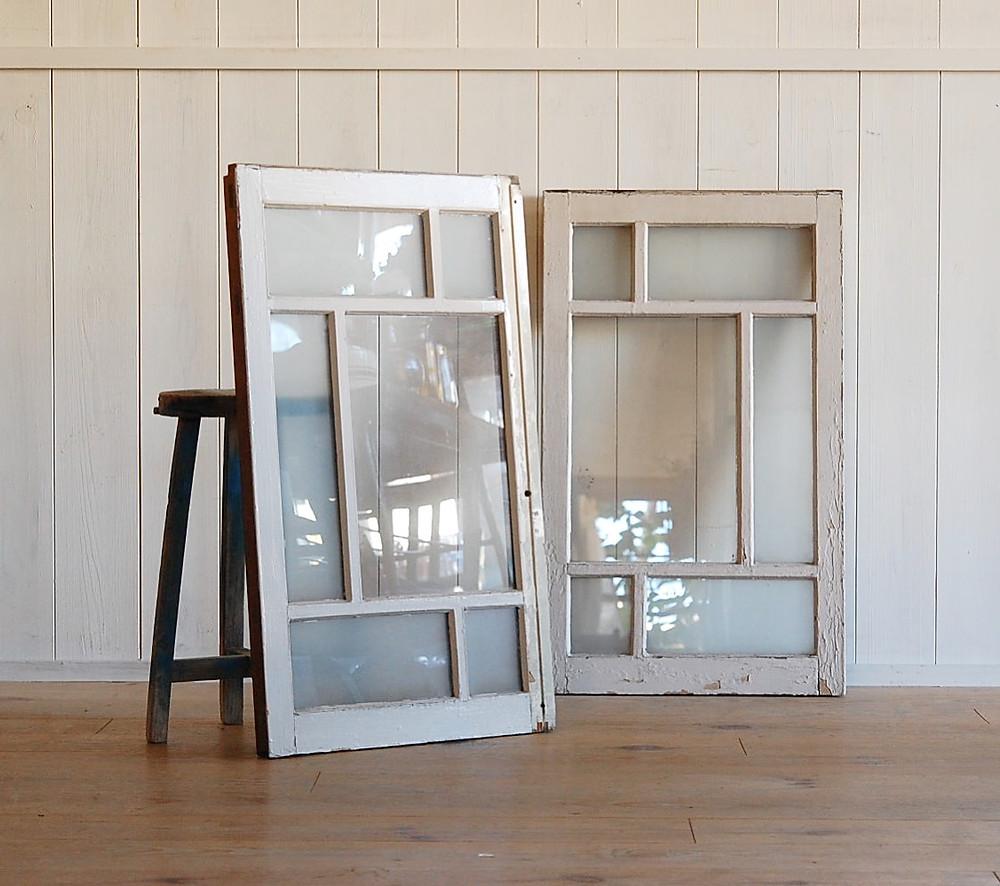 白いペンキの格子窓 建具
