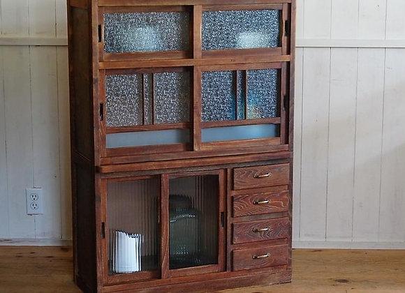 ベロ付きの食器棚