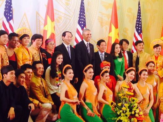Tong_Thong_Obama_và_Nha_hat_CMn_VN_-_cha