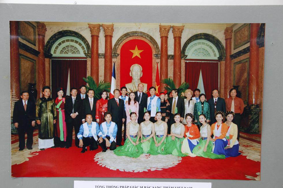 BD chieu dai tong Thong Phap 2004.JPG