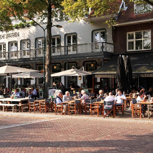 Terras van Eetcafe De Tijd en mooR Wining en Dining