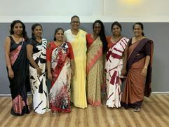 Mit allen Frauen aus dem Team zu Besuch