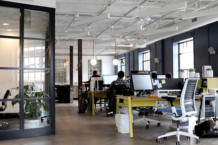 Os treinamentos para empresas do MINIMIZA vão ajudar o seu time a criar apresentações corporativas incríveis e sem firulas.