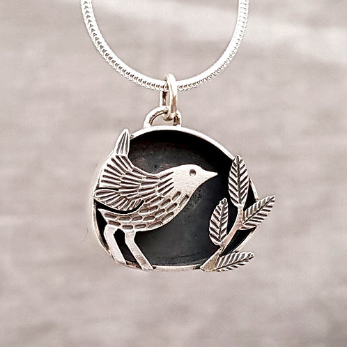 NEW - Small wren and leaves box pendant