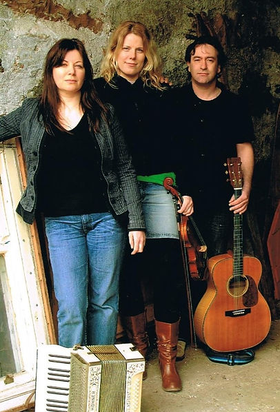 The Cross-Eyed Gals at Northern Roots Fe