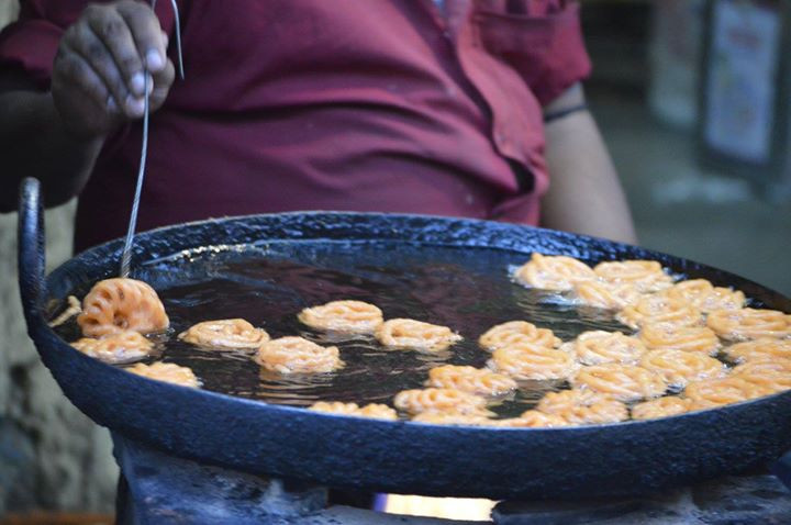 Large cauldron of oil with Jhangri, a kind of Jalebi, being made in India.