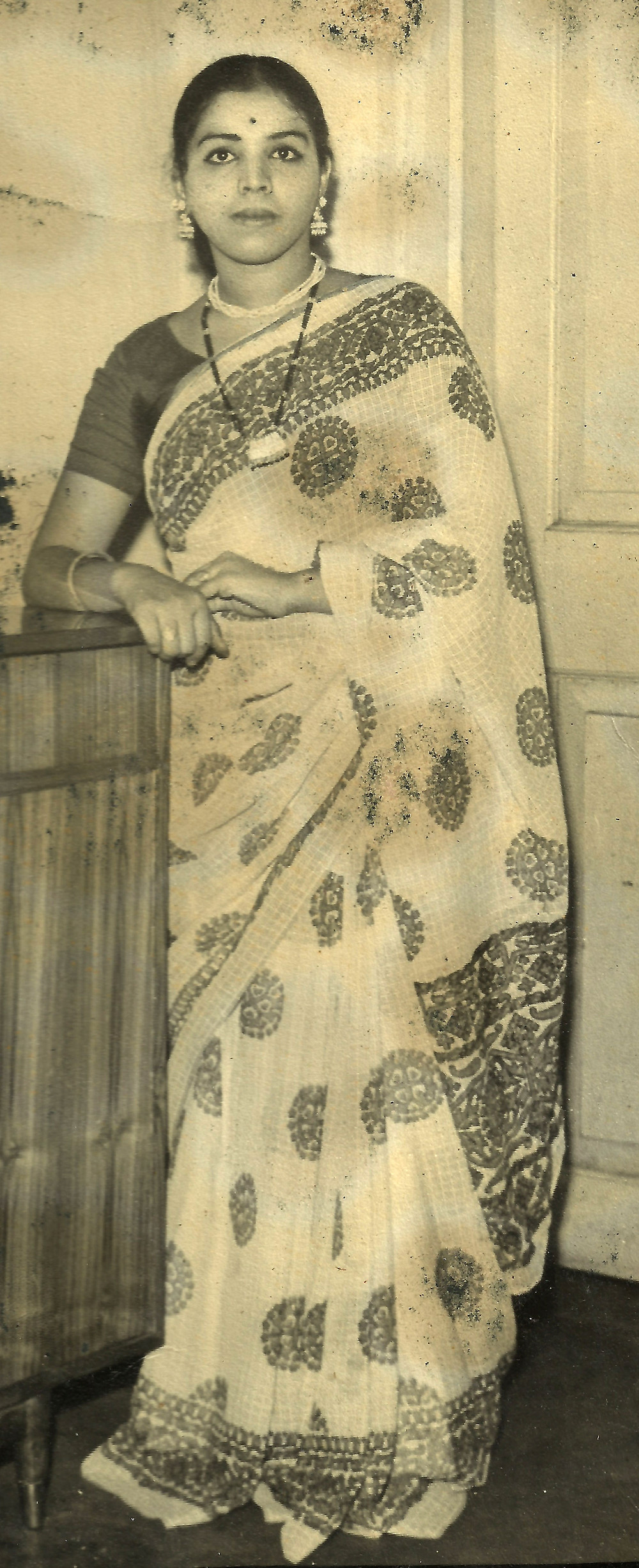mom_1960s_sariPic_blog.jpg