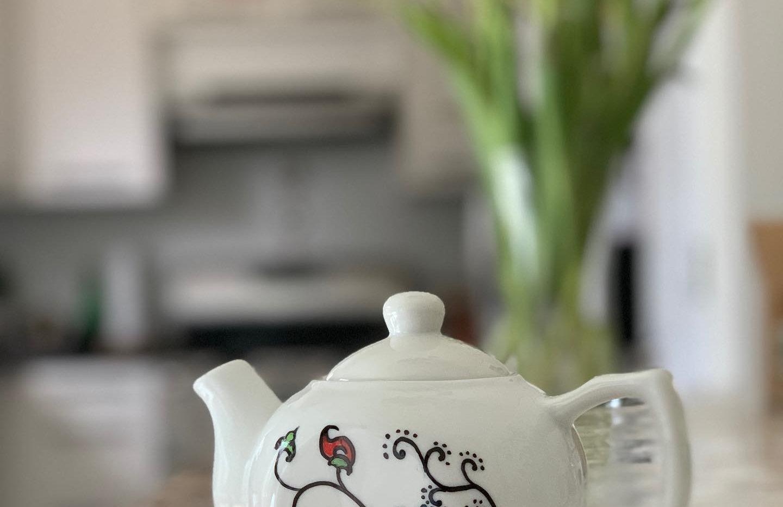 Classic Vine Red: Ceramic Teapot (10 oz)