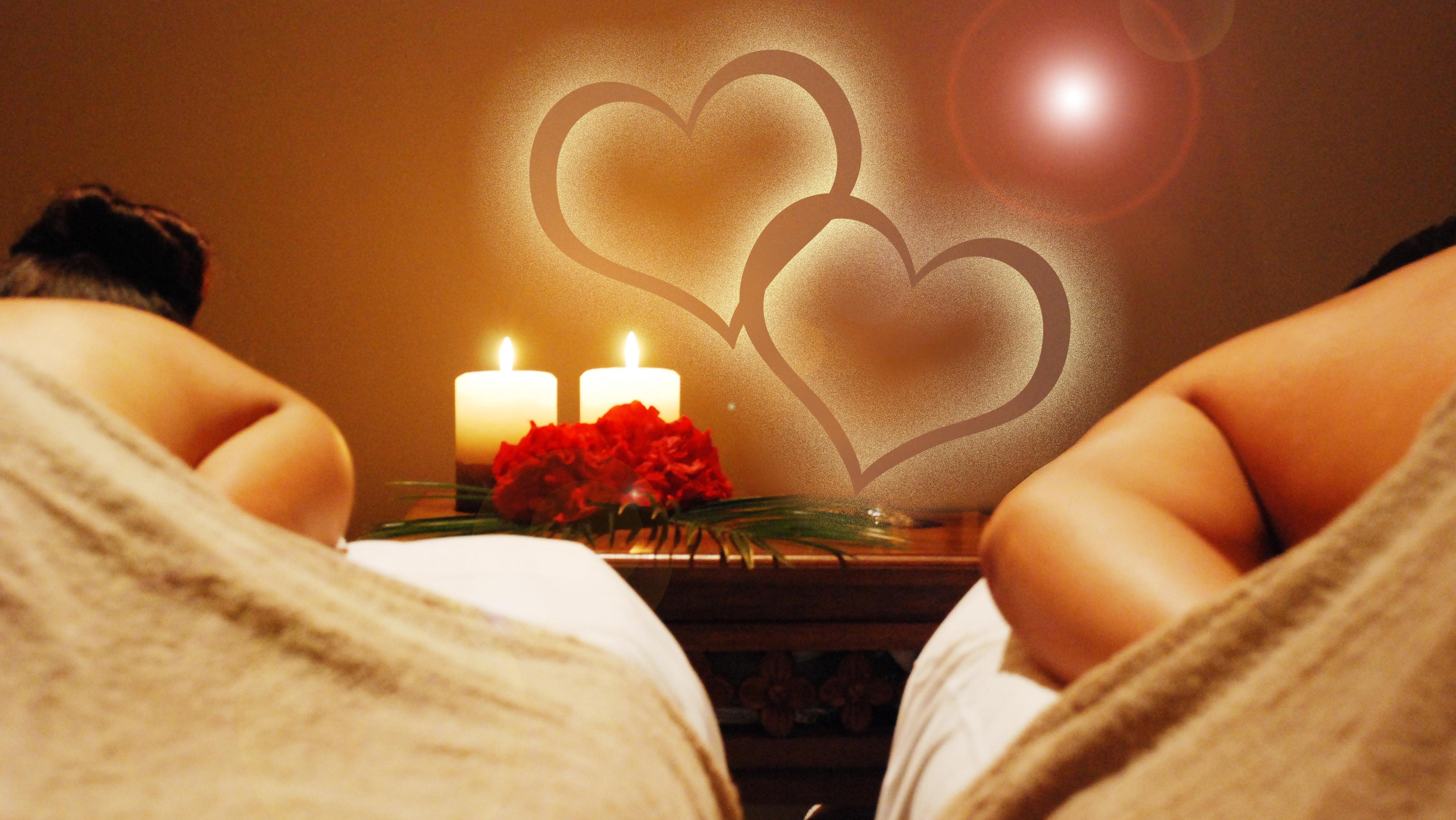couples-massage ligth
