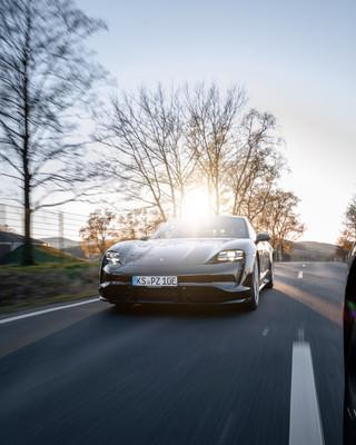 Rolling Shot - Porsche Taycan Turbo